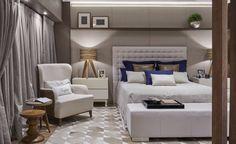 As designers de interiores Fabíola Ambrosano e Joelma Perdigão criaram um espaço de 30m², que tem como conceito ser um quarto de hóspedes para receber amigos e familiares, ressaltando tradicionalidade, aconchego e sofisticação. Utilizando paletas neutras, texturas e mobiliário contemporâneo, as profissionais projetaram uma releitura clássica para o ambiente. Ainda se destacam a aplicação de mármore e materiais acobreados, que são tendências.