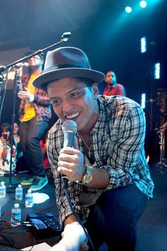 Bruno Mars Pictures (Page: 54)