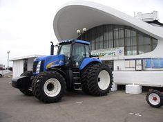 New Holland T8040 New Holland Ford, New Holland Tractor, New Holland Agriculture, Ford Tractors, Ford News, Netherlands, Legos, Sim, Farming
