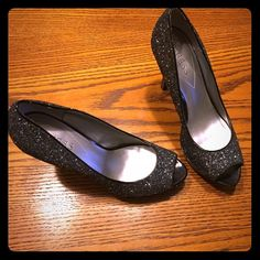 """Guess glitter pumps!! ❤️ There's no place like home in these beauties!! These shoes are soooooooo adorable in person! They're black with glitter all over. These would be great for a holiday party with jeans or a black, midi dress! There are a couple of nicks on the heels which are shown in pic 3 and 4. Small scuff also in front of shoe that was not pictured. Similar to """"Jimmy Choo LUNA"""" shoe! ✔️Size: 8.5 ✔️ Heel height: 4.5'  ✔️ Exposed platform which is 1 inch. ✔️ NO TRADES.  ✔️ No…"""