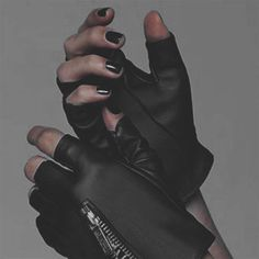 Image uploaded by Rania//. Find images and videos about raven reyes on We Heart It - the app to get lost in what you love. Badass Aesthetic, Character Aesthetic, Aesthetic Dark, Aesthetic Photo, Tmblr Girl, Rauch Fotografie, Look Cool, Mafia, Character Inspiration