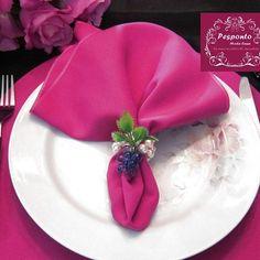 Para lembrar nosso outubro rosa..  Idealizamos e produzimos capa para sousplat,  guardanapo, porta guardanapo, trilhos de mesa, toalhas de mesa, arranjo floral,  capa para almofada, jogo americano, cestinhas, cortinas,  capa para puff