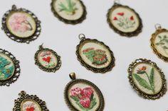 Bordados hechos a mano Sofía #Hilo #embroidery #embroiderynecklace #bordado #dmc #thread