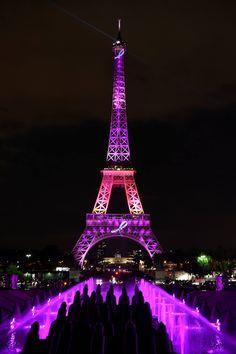 CNNMéxico #OctubreRosa La Torre Eiffel se ilumina de rosa en el mes de la concientización para la prevención del cáncer de mama.