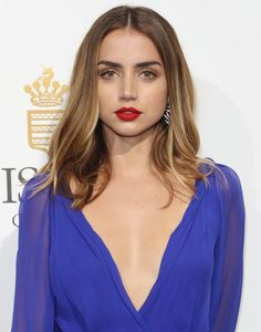 Celebrities - Ana de Armas Photos collection You can visit our site to see other photos. Celebrity Hair Colors, Bond Girls, Female Actresses, Celebrity Hairstyles, Beautiful Actresses, Pretty Hairstyles, Gorgeous Women, Beauty Women, Hair Inspiration