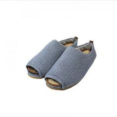 Eco Bambas tøfler er Eco-Friendly, trendy og komfortabel, laget av resirkulerte materialer, økologisk bomull og biologisk nedbrytbare såler. Heeled Mules, Slippers, Heels, Fashion, Heel, Moda, Fashion Styles, Slipper, High Heel