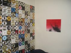 20. CDs   20 Ways To Make Your Walls Look Uniquely Amazing