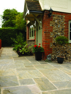 Top Natural Paving Stones Ideas for Patio Designs Part 34 ; Small Backyard Patio, Backyard Patio Designs, Diy Patio, Backyard Decorations, Budget Patio, Patio Slabs, Concrete Patio, Patio Roof, Stone Driveway
