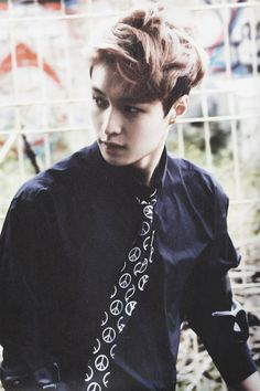 oh my god! this has to be one of the best pic of Yixing out there!