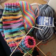 #novita #7veljestäraita #7veljestäviidakko #sateenkaari #kobra #räsymattosukat #knitting #knittersofinstagram #ilove Fingerless Mittens, Knitted Bags, Knitting Socks, Crafts To Do, Cool Things To Make, Handicraft, Lana, Needlework, Knit Crochet