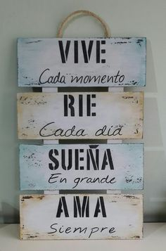 Cartel vive rie sueňa ama pintado Positive Phrases, Motivational Phrases, Rustic Farmhouse Decor, Spanish Quotes, Diy Art, Ideas Para, Wood Signs, Decoupage, Diy And Crafts