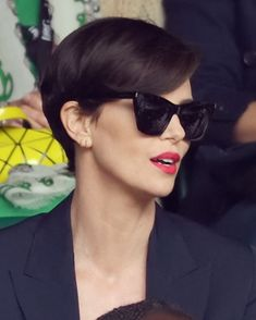 Short Hair Cuts, Short Hair Styles, Charlize Theron Hair, Short Wedge Hairstyles, Makeup Goals, Smile Face, Happy Girls, Fashion Beauty, Womens Fashion