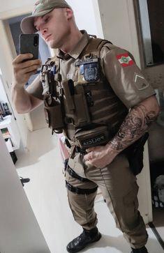 Hot Army Men, Sexy Military Men, Cop Uniform, Men In Uniform, Sexy Tattooed Men, Cute Country Boys, Scruffy Men, Men Handsome, Hot Cops