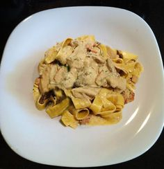 Ricetta vegetariana - Sugo cremoso ai funghi porcini. In Sughi di verdure. Ingredienti: 500 g funghi porcini. 1 bicchiere di olio d'oliva. 60 g burro. 1 cipolla. 1 spicchio d'aglio. 1 bicchiere di lat