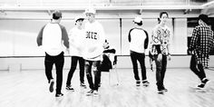 GOT7 | I LIKE YOU JB does the splits. They are all so cute