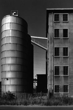 Gabriele Basilico - Ritratti di fabbriche Photography Collage, History Of Photography, Dark Photography, Landscape Photography, Milan, Aldo Rossi, Industrial Photography, Traditional Landscape, Art Deco