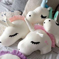 #unicorn pillows http://wallartkids.com/unicorn-themed-bedroom-ideas                                                                                                                                                                                 Más