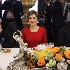 Cena en el Palacio Real ofrecida por SM el Rey Felipe VI y SM la Reina Consorte Letizia, con movito de la entrega del Premio Cervantes 2015. 22-05-2016 ⚜ (@MonarquiaEspana) | Twitter
