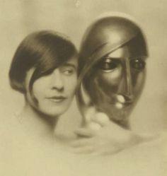 Portrait de femme et sculpture, 1928 (Mario v. Bucovich)