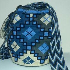 Mochilas Wayuu especiales tonos azules. Ag. 23-08. #beautiful #belgrade #polonia #france #african #europe #israel  #beauty #bosnia #summer #lol #astoria #budva Wiggly Crochet, Knit Or Crochet, Handmade Purses, Handmade Handbags, Tapestry Crochet Patterns, Knit Basket, Tapestry Bag, Crochet Purses, Knitting Accessories