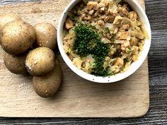 Oikea klassikko, vegaaniversiona! #vegefood #kasvisreseptit #villinävegeen Bolognese, Risotto, Chili, Stuffed Mushrooms, Vegan, Vegetables, Tofu, Ethnic Recipes, Anna