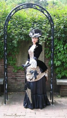 Steampunk style ~ she looks beautiful in this. Don't know that I'd call it steampunk, instead a revival of victorian style dresses - a wonderful movement! They looked so elegant!
