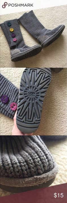 Kids Ugg Boots Size 2 PLEASE VIEW PHOTOS!! The wear is honestly not real noticeable when you were them. I loved these when they fit me and still hate to see them go. Hope they go to someone who will love them ❤❤ Reasonable offers will be accepted UGG Shoes Boots
