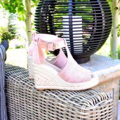 a37b379f40b Large Size Women Peep Toe Side Cut Style Stacked Flat Heel Sandals