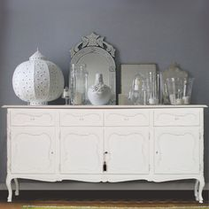 Shabby chic sideboard... read more: http://mobilishabbychic.blogspot.it/2012/07/grande-credenza-laccata-bianca-shabby.html