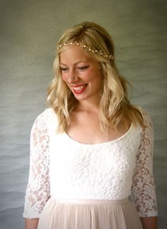 Large Freshwater Pearl and Delicate Crystal Bridal Hair Vine. Gold Bridal Hair Accessory. Simple Pearl Hair Vine.