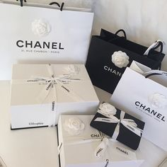 Luxury lifestyle designer chanel i'm so glam, i bleed glitte Wealthy Lifestyle, Luxury Lifestyle Women, Rich Lifestyle, Millionaire Lifestyle, Shopping Spree, Go Shopping, Shopping Chanel, Gabrielle Bonheur Chanel, Birthday Goals