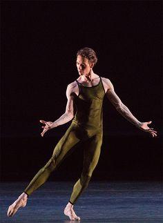 В балете «Вариации на тему Франка Бриджа».Фото Михаила Логвинова.