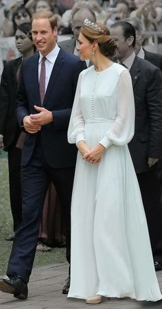 Inspired by Kate Middleton Light Blue Celebrity Dresses A Line Chiffon Sheer Long Sleeve Covered Button Prom Dresses Evening Formal Gowns sold by Wedding store on Storenvy Kate Middleton Outfits, Vestido Kate Middleton, Style Kate Middleton, Kate Middleton Wedding, Princesa Kate Middleton, The Duchess, Herzogin Von Cambridge, Style Royal, Evening Dresses