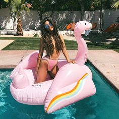 """877.4 mil Me gusta, 2,937 comentarios - Shay Mitchell (@shaym) en Instagram: """"Palm Springs Pink was the theme of this mornings swim session ☀️@revolve #RevolveFestival…"""""""