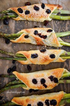 szparagi w cieście francuskim ( asparagus in puff pastry)