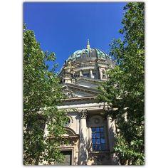 imposant ! #berlinerdom #berlin #germany #igers #igersvienna #igersaustria #discoveraustria #igersoftheday #ig_vienna #GegenHassImNetz #aufstehn #picoftheday #instagood #photooftheday #travelshoteu #instagram #instasize #instasquare