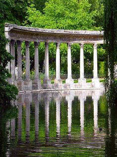 ❤❤❤ Copyrights unknown. Parc Monceau, Paris.