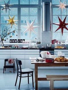 20 Ways to Deck Out Your Windows for the Holidays via Brit + Co.
