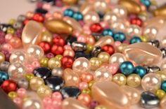 http://www.beadshop.com.br/?utm_source=pinterest&utm_medium=pint&partner=pin13 Pérolas com diversos acabamentos e cores, na BEAD SHOP tem!