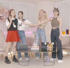 Kpop Girl Groups, Korean Girl Groups, Kpop Girls, Black Pink Songs, Black Pink Kpop, Blackpink Poster, Kpop Girl Bands, Blackpink Funny, Black Pink Dance Practice