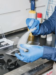 """#MITTechnologyReview .... """"A new way of making these tough materials could be a key step in producing better airplane engines and long-lasting machine parts."""".... https://www.technologyreview.com/s/601245/new-3-d-printing-technique-makes-ceramic-parts/#/set/id/601290/"""