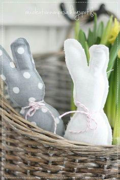 Pääsiäinen pääsiäisaskartelu pupu ompelu lapset huopa  Blogista Oma koti onnenpesä