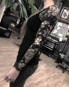 "20.4k Likes, 243 Comments - TattooSnob (@tattoosnob) on Instagram: ""Floral Coverup by @blackbearwhiskey at @tildeathdenver in Denver, Colorado. #coveruptattoo #floral…"""