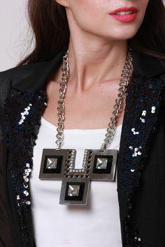 Statement necklace: shopnineteen.com