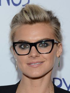 Need to figure out how to pin back my hair Eliza Coupe style.
