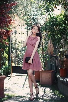 Korean Fashion, High Fashion, Womens Fashion, Beautiful Asian Girls, Korean Style, Asian Beauty, Cute Girls, Dress Skirt, Portrait Photography
