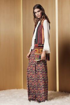 Etro Resort 2017 Fashion Show Collection: See the complete Etro Resort 2017 collection. Look 3 Fashion Week, Fashion 2017, Runway Fashion, Boho Fashion, High Fashion, Fashion Show, Fashion Design, Fashion Trends, Haute Couture Style