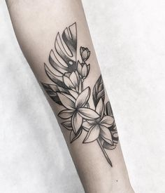 Ricardo Garcia on In Rose Tattoos, Body Art Tattoos, Hand Tattoos, Sleeve Tattoos, Tropical Flower Tattoos, Small Flower Tattoos, Tattoo Floral, Tropical Flowers, Cover Up Tattoos Before And After