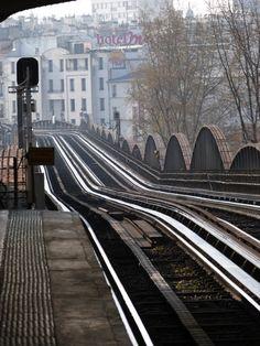 Inspiration for your Paris vacation from Paris Deluxe Rentals Trains, Image Paris, Metro Paris, Metro Subway, U Bahn, Vintage Poster, I Love Paris, French Grey, Come And Go