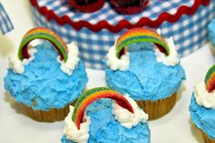 Somewhere over the Rainbow cupcakes at a Wizard of Oz Party #wizardofoz #partycupcakes